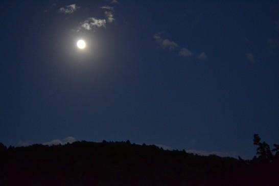 山の上に十三夜